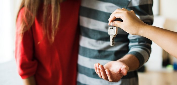 4 Pros and Cons of Airbnbing Your Primary Residence