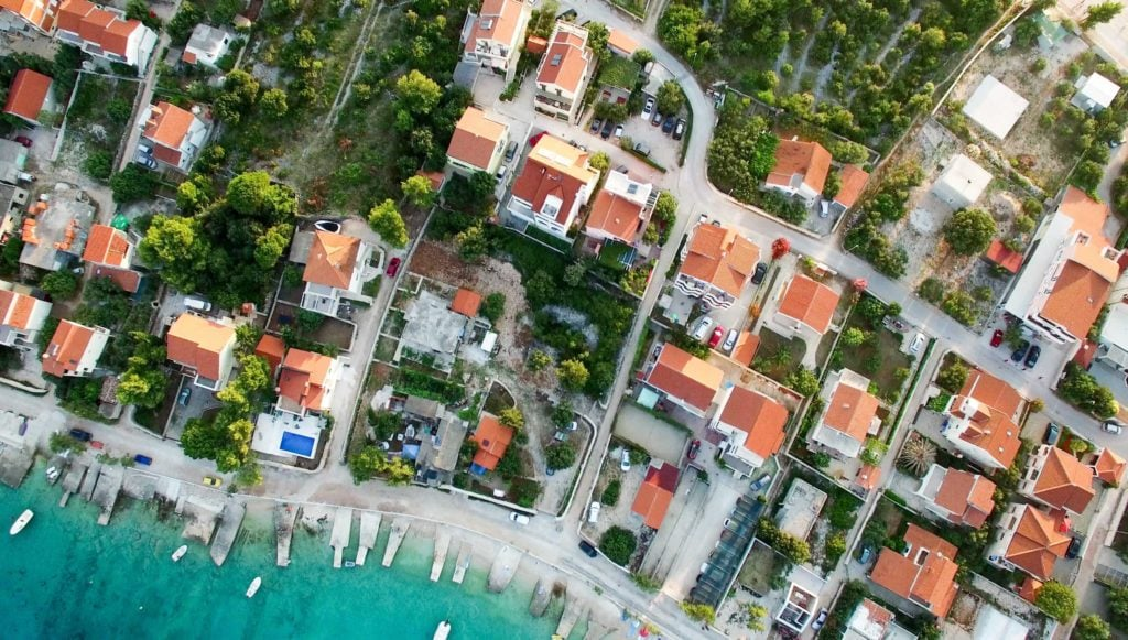 How to Choose the Right Market to Invest in Short-Term Rentals